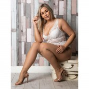 essexee legs plus size natural fishnet tights